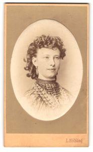 Fotografie L. Hölbling, Wien, Portrait junge Dame mit Locken