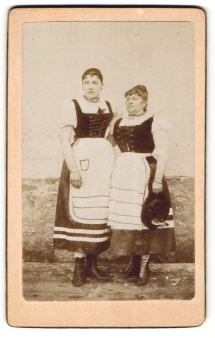 Fotografie unbekannter Fotograf und Ort, Portrait Mutter und Tochter in Tracht