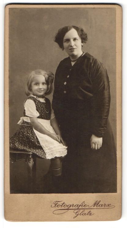 Fotografie Marx, Glatz, Portrait Mutter und Tochter