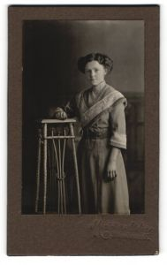 Fotografie Miniatur-Atelier, unbekannter Ort, Portrait junge bürgerliche Dame