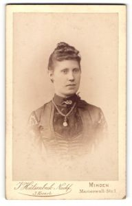 Fotografie J. Hülsenbeck Nachf., Minden, Portrait bürgerliche Dame
