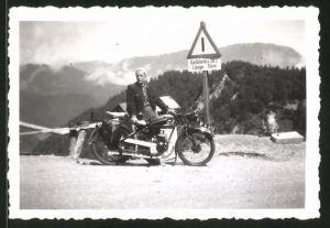 Fotografie Motorrad Maro, Fahrer mit Krad am Loiblpass