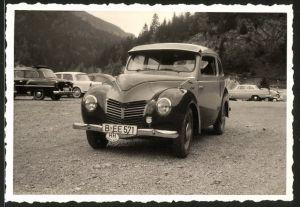 Fotografie Auto Ford Taunus G73A, PKW auf einem Parkplatz stehend