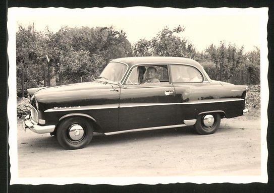 Fotografie Auto Opel Rekord, Familie beim Sonntagsausflug mit dem PKW