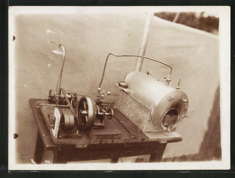 Fotografie Miniatur-Dampfmaschine, Kessel mit Kondensator und ...