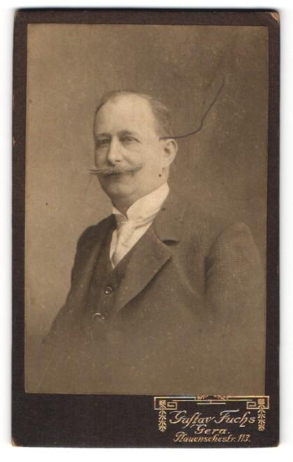 Fotografie Gustav Fuchs, Gera, Portrait bürgerlicher Herr mit Schnauzbart