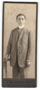 Fotografie Paul Kabisch, Leipzig, Portrait junger Mann in Anzug