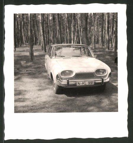 Fotografie Auto Ford Taunus, PKW geparkt am Waldrand
