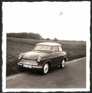 Fotografie Gerber, Nürnberg, Auto Lloyd Alexander TS, PKW auf einer Landstrasse