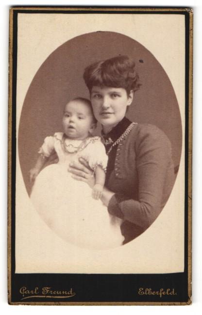 Fotografie Carl Freund, Elberfeld, Portrait Mutter mit Säugling
