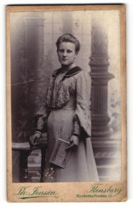 Fotografie Th. Jensen, Flensburg, Portrait bürgerliche junge Dame