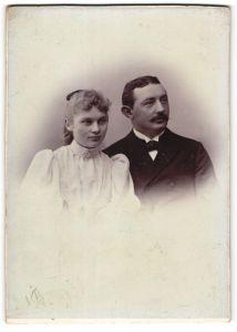 Fotografie Fritz Ette, Eisleben, Portrait bürgerliches Paar