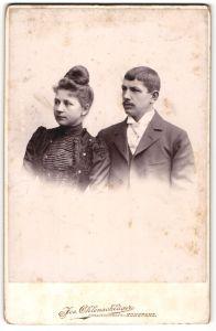 Fotografie Jos. Ohlenschläger, Konstanz, Portrait bürgerliches junges Paar