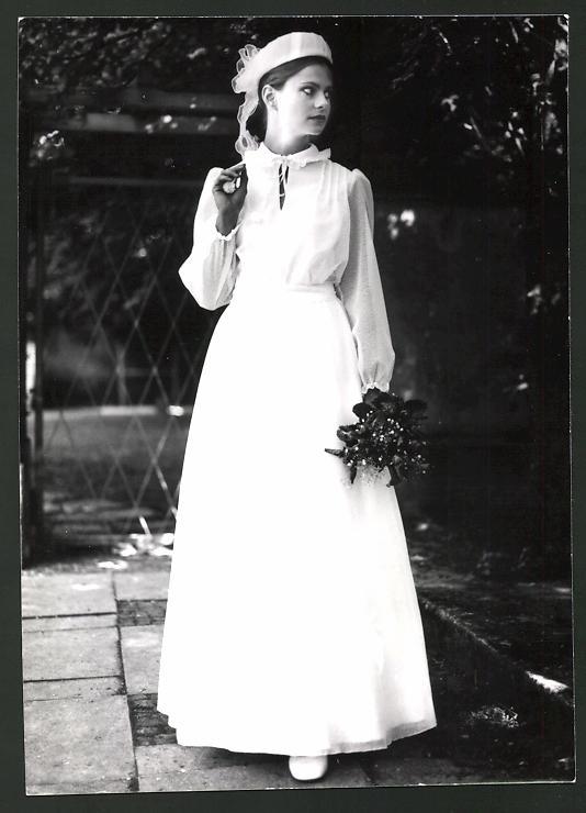 Fotografie Model in Brautkleid mit Hut Nr. 7482565 - oldthing ...