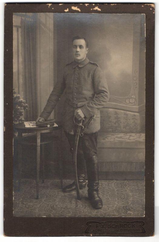 Fotografie F. X. Schröck, Laufen, Portrait feldgrauer Soldat mit Säbel