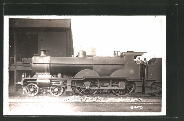 AK englische Eisenbahn mit Lokführern