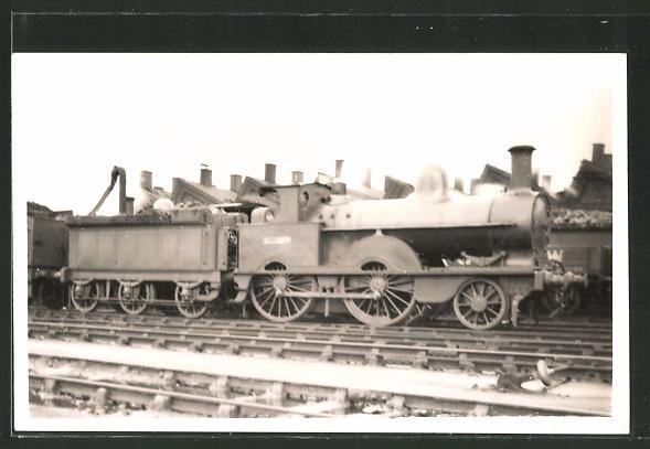 AK alte englische Eisenbahn im Bahnhof