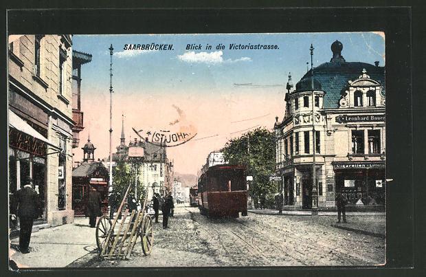 AK Saarbrücken, Blick in die Victoriastrasse mit Strassenbahn