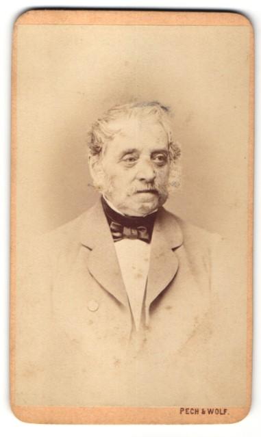 Fotografie Pech & Wolf, Budweis, Portrait gutbürgerlicher Herr mit zeitgenössischer Frisur
