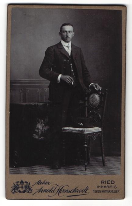Fotografie Arnold Hirnschrodt, Ried, Portrait bürgerlicher Herr in Anzug