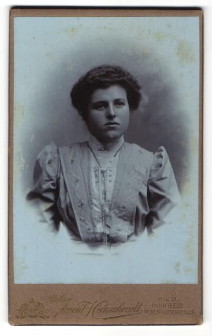 Fotografie Arnold Hirnschrodt, Ried, Portrait Dame mit Hochsteckfrisur