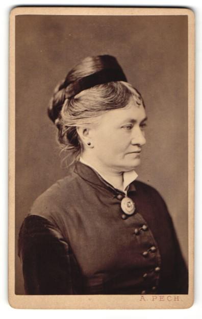 Fotografie A. Pech, Budweis, Portrait Frau mit Hochsteckfrisur