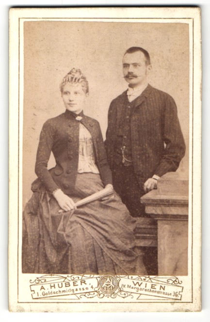 Fotografie A. Huber, Wien, Portrait bürgerliches junges Paar