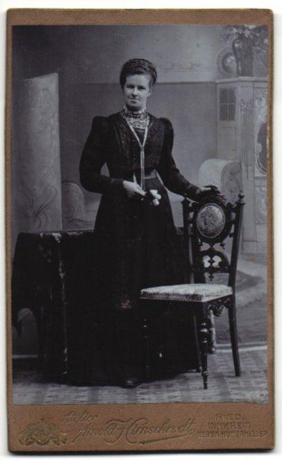 Fotografie Arnold Hirnschrodt, Ried, Portrait gutbürgerliche Dame