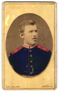 Fotografie Carl Holzer, München, Portrait Garde-Soldat in Uniform