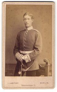 Fotografie J. Lawitzky, Berlin, Garde-Soldat Einjährig Freiwilliger in Uniform