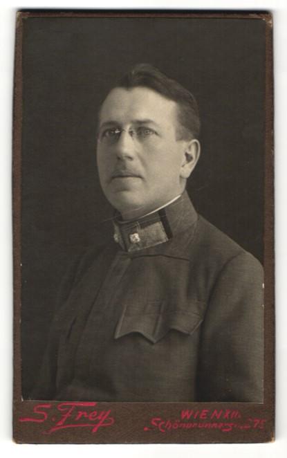 Fotografie F. Frey, Wien, Portrait Offizier in Uniform