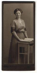 Fotografie Aug. Kühnel, Wien, Portrait gutbürgerliche junge Dame