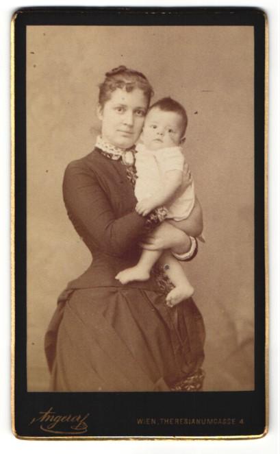 Fotografie Angerer, Wien, Portrait Mutter mit Säugling