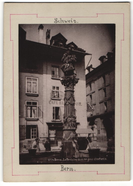 Fotografie Fotograf unbekannt, Ansicht Bern, Brunnen vor einem Café-Restaurant