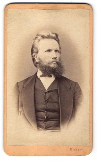 Fotografie Richter, Budweis, Portrait bürgerlicher Herr mit Vollbart