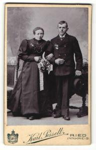 Fotografie Karl Posselt, Ried, Portrait Brautleute mit Blumen
