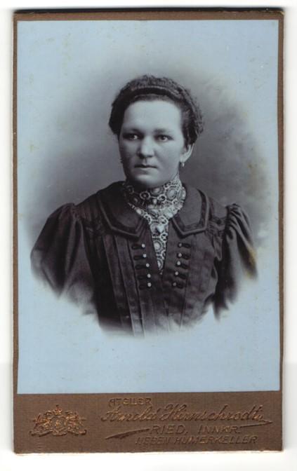 Fotografie Arnold Hirnschrodt, Ried, Portrait bürgerliche Dame