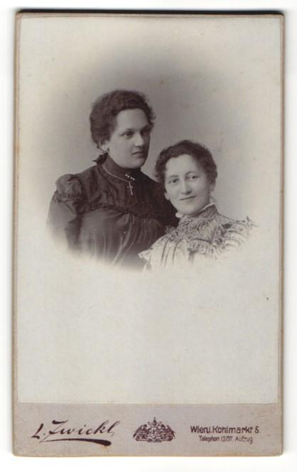 Fotografie L. Zwickl, Wien, Portrait zwei junge Frauen