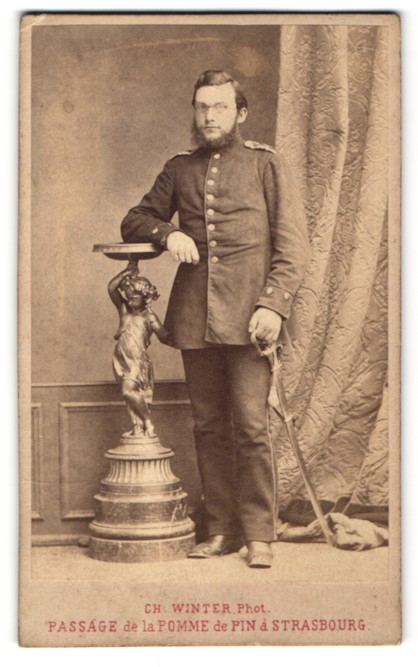 Fotografie Ch. Winter, Strasbourg / Strassburg, Portrait Soldat in Uniform mit Säbel