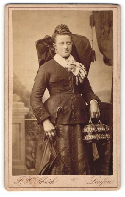 Fotografie F. H. Schröck, Laufen, Portrait junge Frau in Tracht