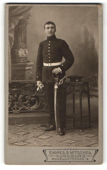 Fotografie Endres & Witschel, Augsburg, Portrait Soldat mit Säbel 0