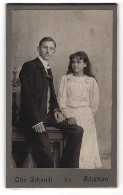 Fotografie Otto Schmidt, Schkölen, Portrait junges bürgerliches Paar