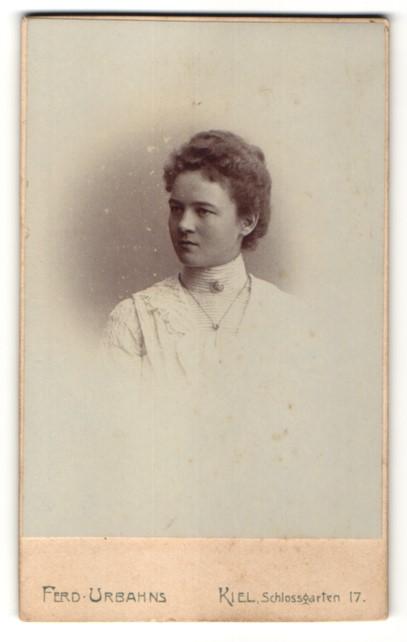 Fotografie Ferd. Urbahns, Kiel, Portrait bürgerliche junge Dame