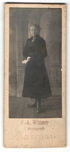 Fotografie F. A. Winzer, Rabenau, Portrait Mädchen in festlichem Kleid
