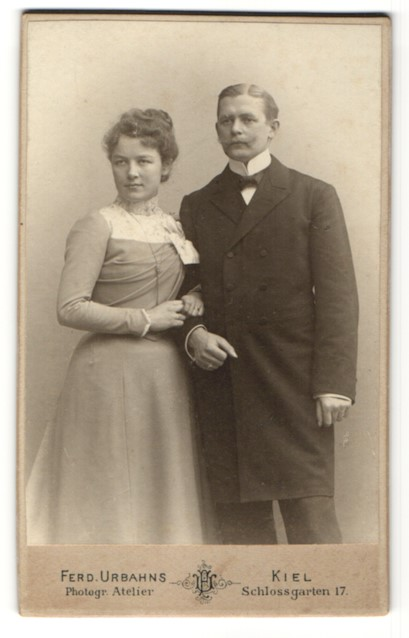 Fotografie Ferd. Urbahns, Kiel, Portrait Vater und Tochter