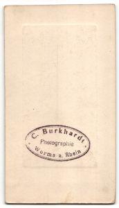 Fotografie C. Burkhatdt, Worms a. Rhein, hübsche Frau trägt modisches Kleid 1