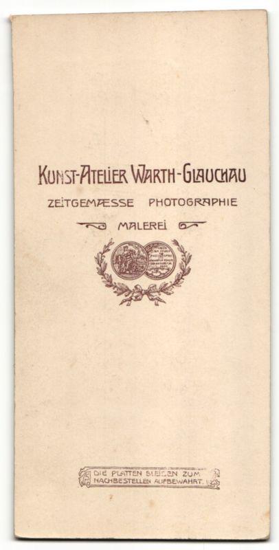 Fotografie Atelier Warth, Glauchau, junger Mann trägt Anzug mit Krawatte 1