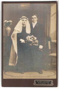 Fotografie M. Hoffmann, Pulsnitz i. Sa., junges Hochzeitspaar kurz nach der Trauung 0