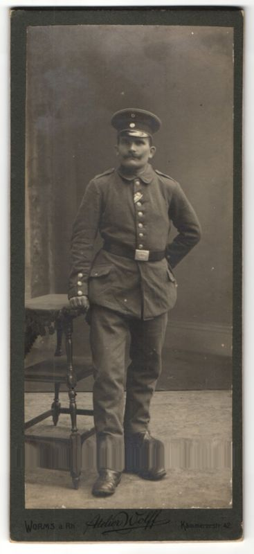 Fotografie Atelier Wolff, Worms a. Rhein, deutscher Soldat in Uniform mit Ordenband