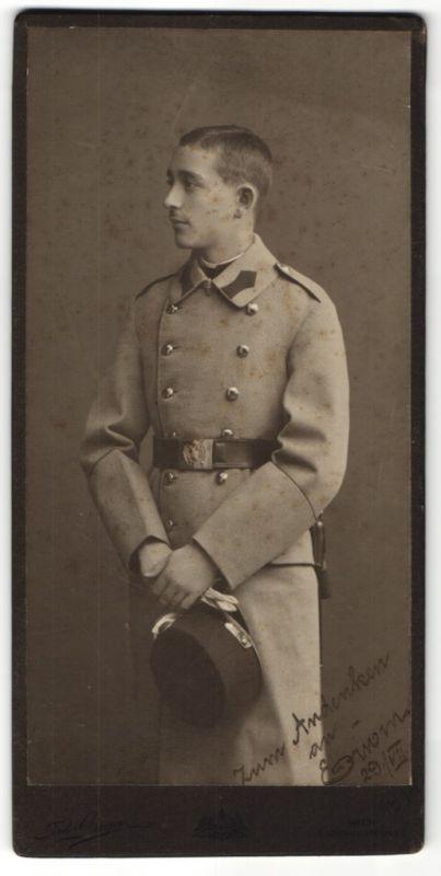 Fotografie Ferd. Grega, Wien, junger österreichischer Soldat in K.u.k. Uniform mit Mantel